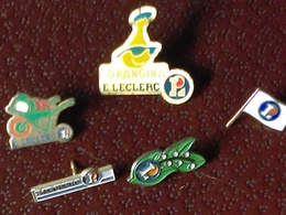 Vends 5 Pin's Etablissements LECLERC époques Diverses Bon état Voir SCAN - Badges