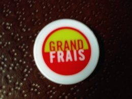 Vends  JETON DE CADDIES Grand Frais - Trolley Token/Shopping Trolley Chip