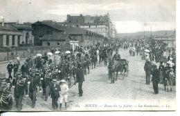 N°61005 -cpa Rouen -revue 14 Juillet -les Gendarmes- - Police - Gendarmerie