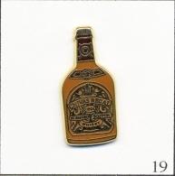 Pin's Boisson - Whisky / Chivas Régal - Version Bouteille Marron. Est. A. Bertrand Paris. Zamac. T282-19 - Beverages
