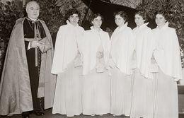"""Les Quintuplées Dionne # 4 -  CPM """" Jumelles Dionne""""  Né En 1934, Communions Solennels, Ont, Canada, Reproduction - Femmes Célèbres"""