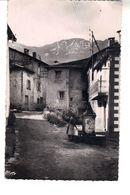 CPSM : Goulier (Ariège) Alt 1084 M . La Fontaine Du Carré - Au Fond Le Pic D'Endron (Alt 2476 M). - France
