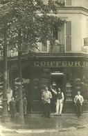 Cpa.carte Photo.+++top Carte.++++Rue Du Conseil. Coiffeur, Parfumerie L.Huet ++++animée - Commerce