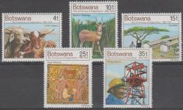 BOTSWANA - 1976 Cattle And Mining. Scott 169-173. MNH - Botswana (1966-...)