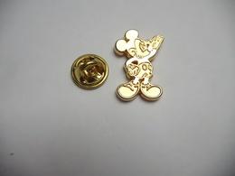 Beau Pin's , Disney , Mickey En Relief , Signé Tosca - Disney