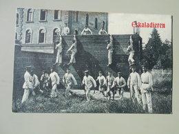 MILITARIA  MANOEUVRES CASERNES ESKALADIEREN - Regiments