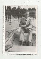 Photographie , 9 X 6, Homme Dans Sa Barque , Bateau - Anonymous Persons