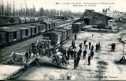 N°61084 -cpa Eu -17è Régiment D'artillerie-embarquement En Chemin De Fer- - Eu
