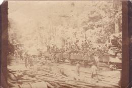 AOF  :  Photo Unique Prise En Forêt Africaine .Ouvriers Sur Des Wagons Extraction De Minerai Ou Forage  ??? - Afrique