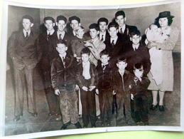 FAMILLE NOMBREUSE A PETERSTOWN FAMILLE JONES ET LEURS 15 ENFANTS  COGNAC JAY - Fotos