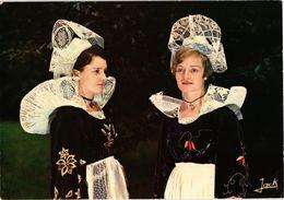 LA BRETAGNE - Jeunes Filles En Costumes Et Coiffes De QUIMPERLE (29) Carte Postée - Costumes