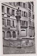 SUISSE,HELVETIA,SWISS,SWITZERLAND,SCHWEIZ,SVIZZERA ,NEUCHATEL EN 1939,COMMERCE,COUTELLERIE ,FONTAINE,FEMME AU BALCON - NE Neuchâtel
