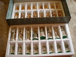 Boite NIGRI - Ensemble De Jeu D'échecs Russe - La Bataille De KAZAN - 32 Figurines Peintes à La Main - Figurines