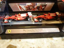 80 Th FERRARI One-two Victory - Bahrain Grand Prix Sakhir 2010 - F. ALONSO & F. MASSA - Edition Limitée - Hot Wheels