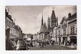 L'Aigle. Place Saint Martin. Jour De Marché. Années 60 70. (2651) - L'Aigle