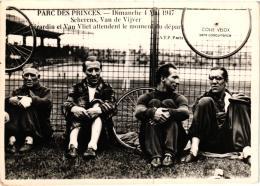 PARC DES PRINCES DIMANCHE 4 MAI 1947 SCHERENS ,VAN DE VIVJER,GERARDIN ET VAN VLIET ATTENDENT DEPART  REF 55859 - Cyclisme