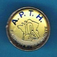 PIN'S //    ** A.P.T.H. ** FORMATION SÉCURITÉ / CAMIONS CITERNE ** + MATIÈRES DANGEREUSES ** - Transportation