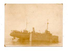 PHOTO MARINE MILITAIRE . DANS LA BAIE DE SALONIQUE . CONTRE TORPILLEUR SABRETACHE . DOCK FLOTTANT - Réf. N°9370 - - Boats