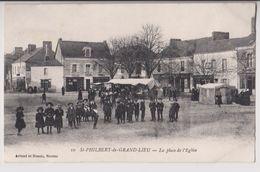 SAINT PHILBERT DE GRAND LIEU : PLACE DE L'EGLISE - CHARCUTERIE - PATISSERIE - BAZAR - UN MARCHE - ECOLIERS - 2 SCANS - - Saint-Philbert-de-Grand-Lieu