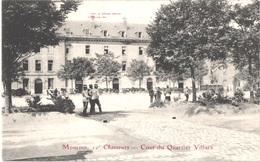 FR03 MOULINS - 10° Chasseurs - Cour Du Quartier Villars - Animée - Belle - Moulins