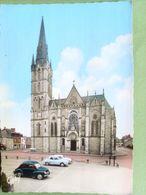 44 , Missillac ,la Place Et L'église .......non Circulée ......cpsm....gf - Missillac