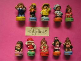 Série Complète De 10 Fèves En Porcelaine - KIKI 2008 ( Feve Miniature Figurine ) - Cartoons