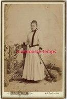 Vers 1880-grand CDV-(CAB) Une Jeune Fille élégante-photo Bouillier Bois Guillot Successeur à Arcachon Bld De La Plage - Old (before 1900)