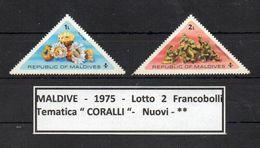 """MALDIVE - 1975 - Lotto 2 Francobolli Tematica """"CORALLI """" - Nuovi - ** - (FDC9185) - Maldive (1965-...)"""