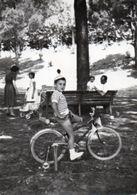 FOTO ORIGINALE-BAMBINO SU LA BICICLETTA ANNI-50 - Ciclismo