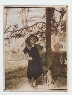 PHOTO ANCIENNE 12X9 / JEUNE FEMME BOURGEOISE - AOUT 1922 - Personnes Anonymes