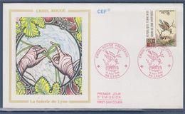 = Croix Rouge Française Enveloppe 1er Jour Lyon 18 11 89 N° 2612 Oiseau, Nid Avec Oisillons, Motif D'une Soierie - 1980-1989