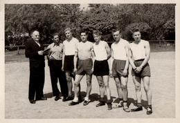 Photo Originale Gay & Playboy En équipe De Foot Et Shorts Courts Vers 1940/50 - Personnes Anonymes