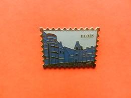 Pin S  La POSTE District De BLOIS 41000 LOIR Et CHER Forme De Timbre - Mail Services
