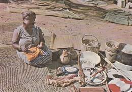SWAZILAND - SWAZI WOMAN - HANDYCRAFT - Swaziland