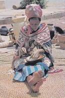SWAZILAND - SWAZI WOMAN THREADING BEADS IN MARKET - Swaziland
