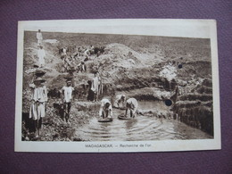 CPA Sépia MADAGASCAR Recherche De L'Or METIERS METAL METAUX ORPAILLEUR Taches - Madagascar