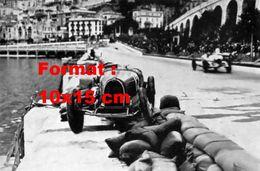 Reproduction D'une Photographie Ancienne D'une Bugatti Sur Le Côté Au Grand Prix De Monaco En 1932 - Reproductions