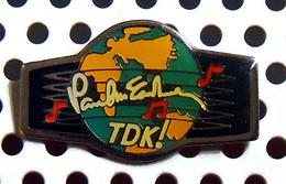1 Pin's Officiel PAUL McCARTNEY Tournée TDK - Music