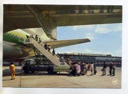 13 MARSEILLE MARIGNANE Aéroport Embarquement D'un Avion DC-10 De La Cie Air Afrique  Voyageurs Passerelle   /D11-2018 - France