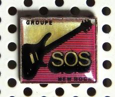 1 Pin's Du Groupe Français SOS New Rock - Music