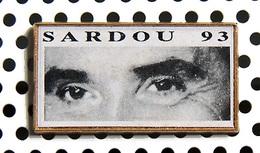 1 Pin's MICHEL SARDOU Officiel Tournée 1993 (a été Porté) - Music