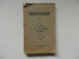 Livre De 156 Pages Sur Madagascar. Le Pays, La Production, La Vie Administrative Et Sociale. - Books, Magazines, Comics
