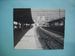 PHOTOGRAPHIE   DIJON - 21 -   La Station De La Gare - En Face La Cathédrale -  1987   -  9  X 11,3  Cms -  Côte D'Or - Dijon