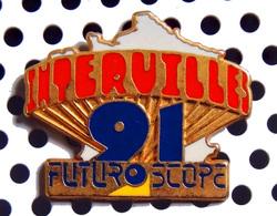 1 Beau Pin's Officiel De L'émission INTERVILLE 1991 Au FUTUROSCOPE - Médias
