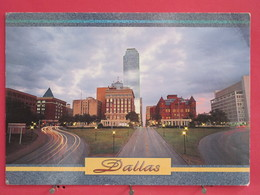 Etats Unis - Dallas - Looking Down Main Street - Joli Timbre - Scans Recto-verso - Dallas