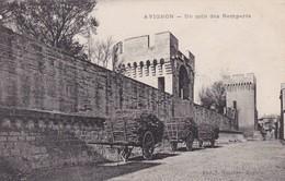 84 / AVIGNON / UN COIN DES REMPARTS / ATTELAGES DE BOIS - Avignon