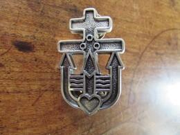Pin's Insigne Croix De Lorraine Trident Coeur Commando Marine Militaria ? (à Identifier) - Militaria