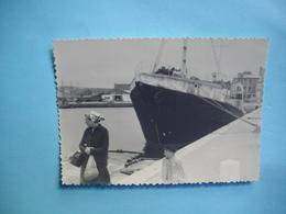 PHOTOGRAPHIE   PAIMPOL  -  22  -  Le Port  -  Bateau à Quai  -  1955   -  8,5  X 12  Cms  -  Côtes D'Armor - Paimpol