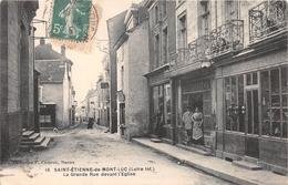 ¤¤  -  SAINT-ETIENNE-de-MONTLUC  -  La Grande Rue Devant L'Eglise     -  ¤¤ - Saint Etienne De Montluc