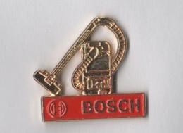 2 Pin's Bosch - Aspirateur - Machine à Laver - Markennamen